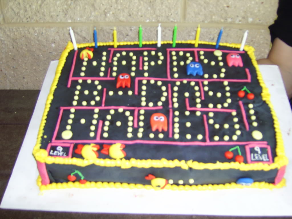 Video-Game-Cake-Pacman-2.jpg